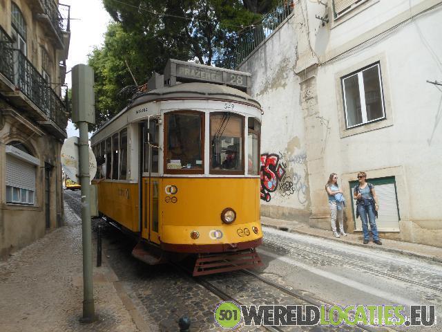 Met tram 28 door Lissabon