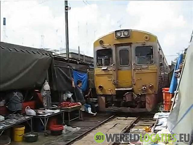 Thailand - Trein over Maeklong Market